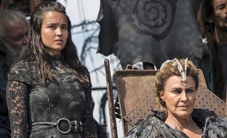 Ontari Stands Beside Nia - The 100 Season 3 Episode 4