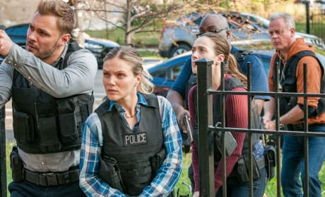 Intelligence Works Together - Chicago PD Season 5 Episode 6