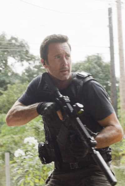 Closing In on Suspects - Hawaii Five-0 Season 10 Episode 18