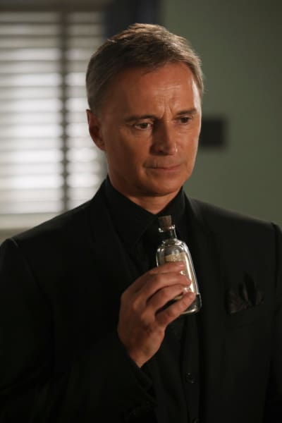 Drink Me - Once Upon a Time Season 6 Episode 9