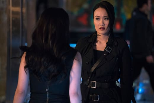 A Surprise Guest - Shadowhunters Season 2 Episode 15