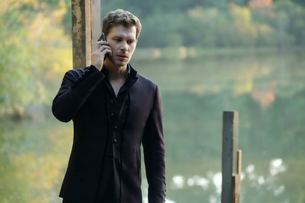 Making Some Calls - The Originals Season 5 Episode 7
