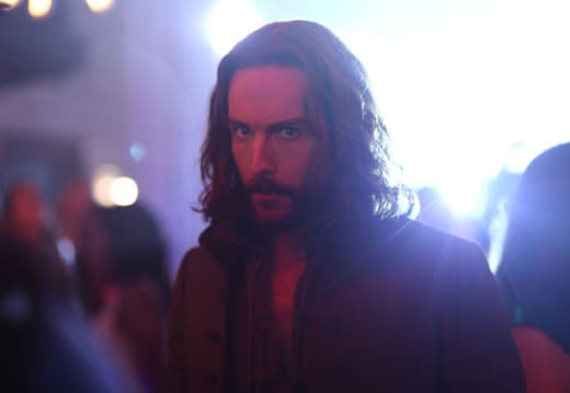 Ichabod on the Look Out  - Sleepy Hollow Season 2 Episode 8