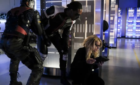 Who Is Attacking The Team - Arrow Season 6 Episode 4