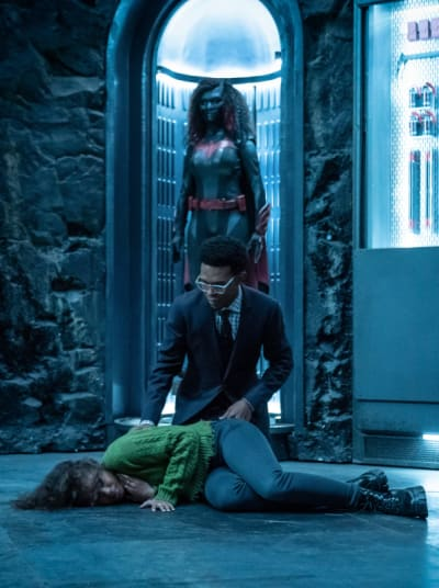 Vertical Ryan Collapses - Batwoman Season 2 Episode 6
