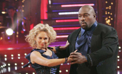 Warren Sapp Dances Really Well with the Stars