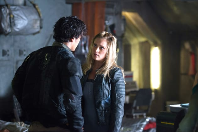 Bellamy & Clarke Looking Stressed – The 100 Season 4 Episode 3