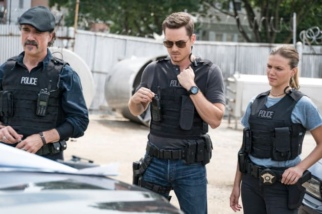 Suit Up - Chicago P.D.  - Chicago PD Season 5 Episode 1