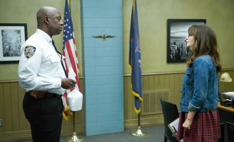 Meeting With the 99th - New Girl