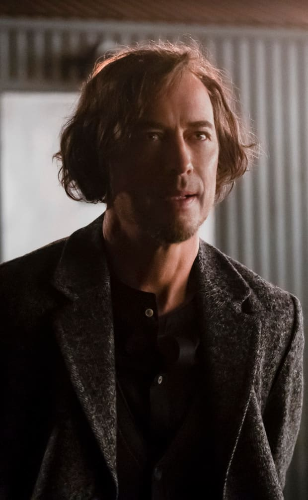 Sherloque In The Distance - The Flash Season 5 Episode 14