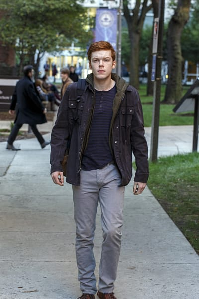 Walking To Meet Someone - Shameless Season 6 Episode 3