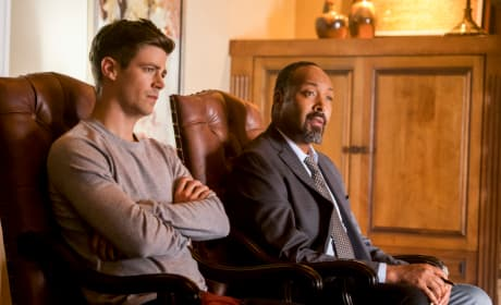 Barry Does Not Look Happy - The Flash Season 4 Episode 7