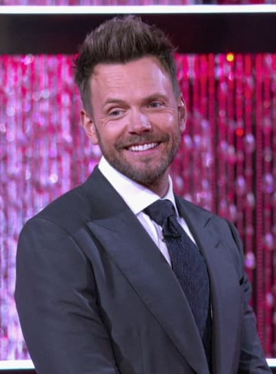 Joel McHale Hosting the Card Sharks Season Premiere