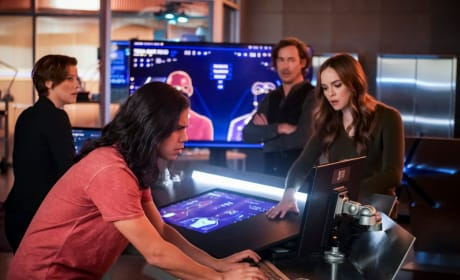 Team Flash Finds A Way - The Flash Season 5 Episode 15