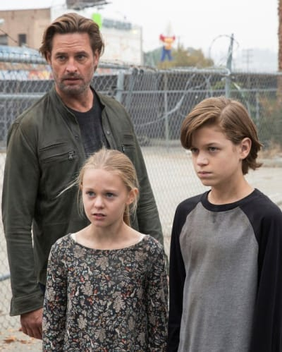 The Bowman Family - Colony Season 2 Episode 13