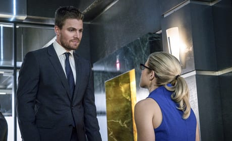 Serious Face - Arrow Season 4 Episode 12