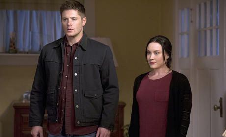 Dean and Deputy Jenna have arrived - Supernatural Season 11 Episode 2