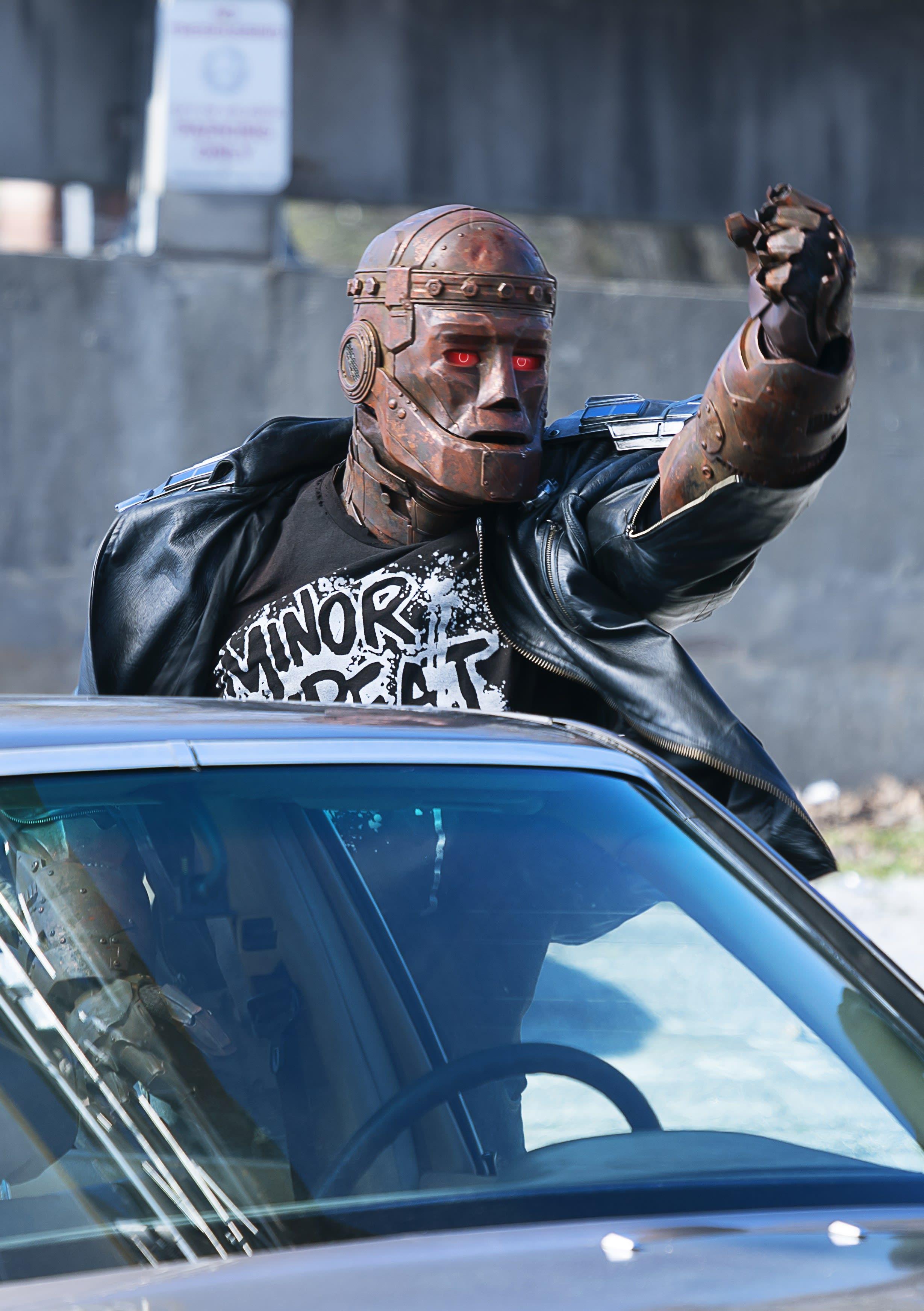 Steele Fist Doom Patrol Season 2 Episode 5 Tv Fanatic