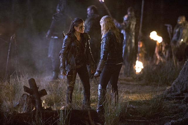 Octavia and Clarke Talk Shop  - The 100 Season 2 Episode 14