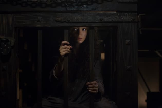 A Caged Witch - Salem Season 3 Episode 10