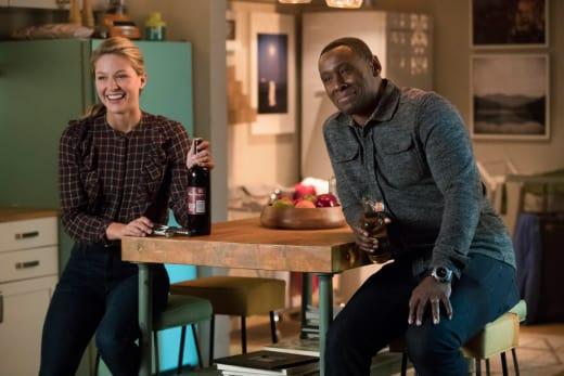 Happy Hour - Supergirl Season 3 Episode 15