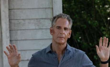 Talking His Way In - NCIS: New Orleans Season 5 Episode 10