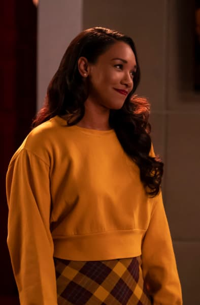 Iris Flashy In Yellow - The Flash Season 5 Episode 8
