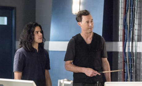 Strategizing - The Flash Season 3 Episode 22