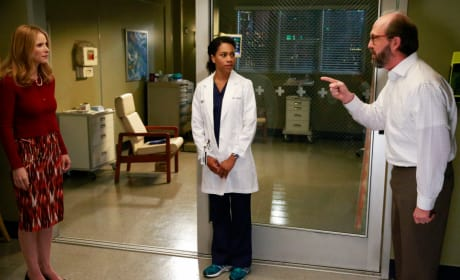 Pointing Fingers - Grey's Anatomy Season 12 Episode 1