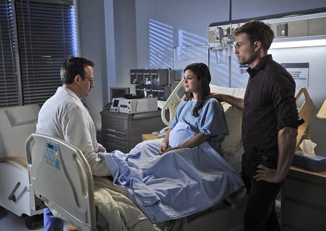 Zoe in the Hospital - Hart of Dixie Season 4 Episode 10