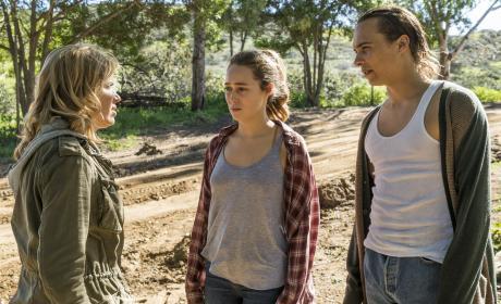 Talking it over - Fear the Walking Dead Season 3 Episode 5