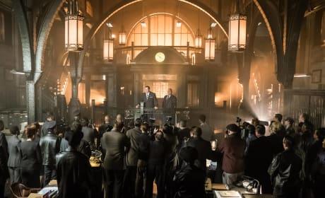 There's Something Happening Here - Gotham Season 3 Episode 1