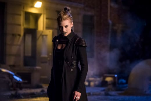 Amunet Black Is Back - The Flash Season 4 Episode 9