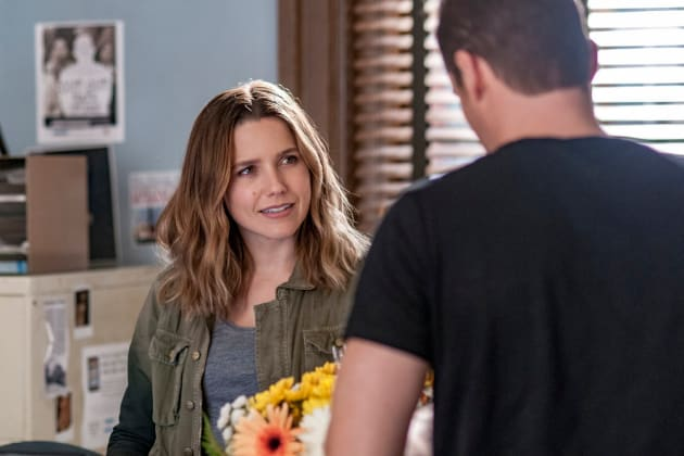 Lindsay's Flowers - Chicago PD Season 4 Episode 6