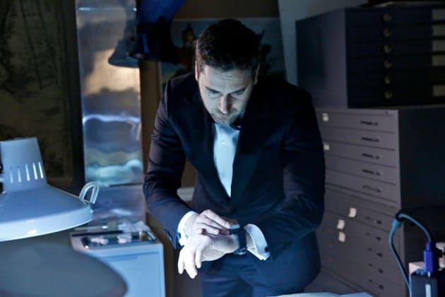 Time is Ticking - The Blacklist: Redemption Season 1 Episode 1
