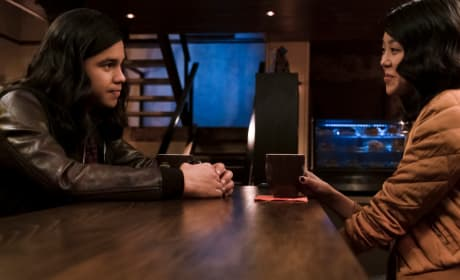 Cisco Falls In Love - The Flash Season 5 Episode 14