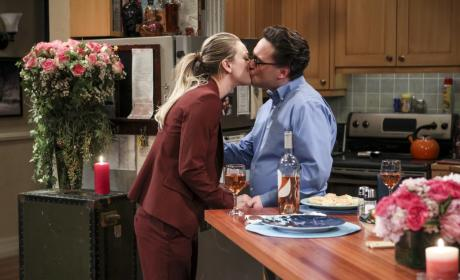Kisses! - The Big Bang Theory Season 10 Episode 13