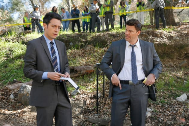 Aubrey and Booth Arrive at a Crime Scene - Bones Season 10 Episode 17