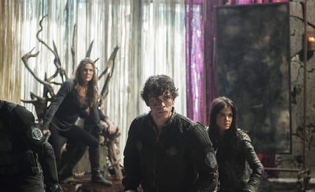 Fighting Stance - The 100 Season 3 Episode 16