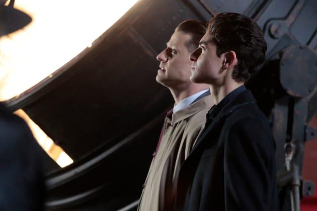 The Bat Signal - Gotham Season 4 Episode 22