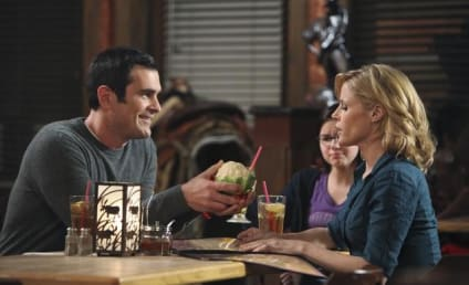 Modern Family Review: A Not So Happy Valenbirthuhhhversary...