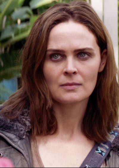 Emily Deschanel as Angela - Animal Kingdom Season 4 Episode 2