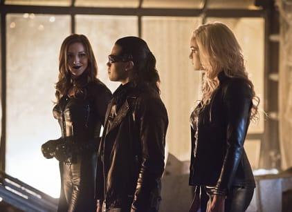Watch The Flash Season 2 Episode 22 Online