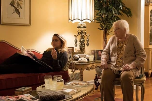 Annie & Grandma- Good Girls Season 1 Episode 2