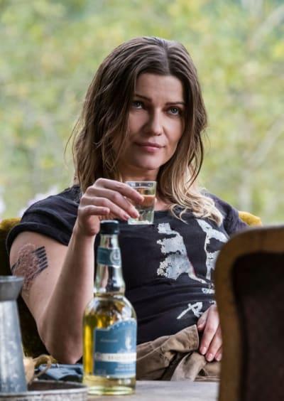 Diyoza Offers Kane a Drink - The 100 Season 5 Episode 5