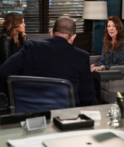 Playing With Fire - Law & Order: SVU Season 22 Episode 6