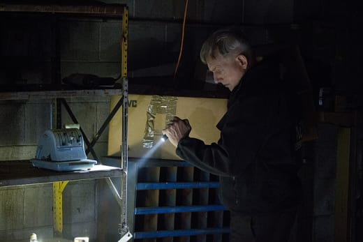 Gibbs with a Flashlight - NCIS Season 12 Episode 23