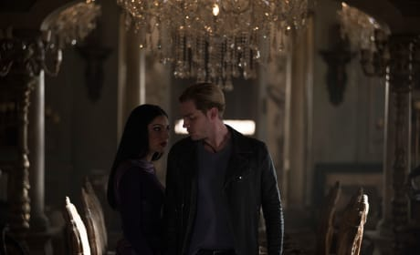 Shadowhunters Promo: Tainted Kiss