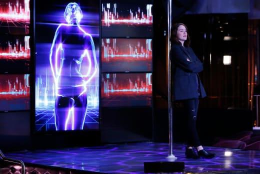 Liz takes the stage - The Blacklist Season 4 Episode 11