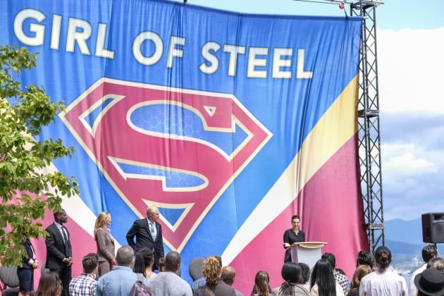 Honoring Supergirl - Supergirl Season 3 Episode 1